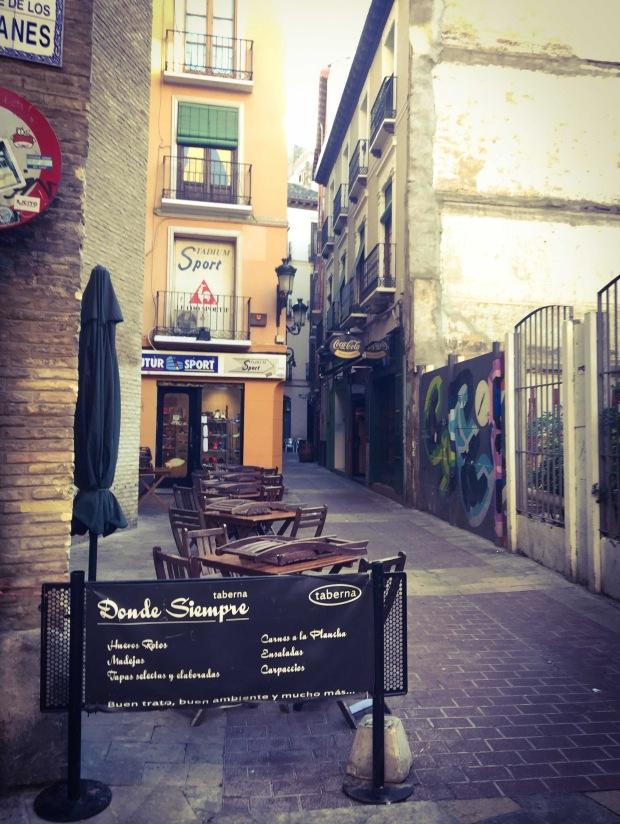 El tubo quartiere tapas bar Zaragoza, Saragozza, Aragona, Spagna.