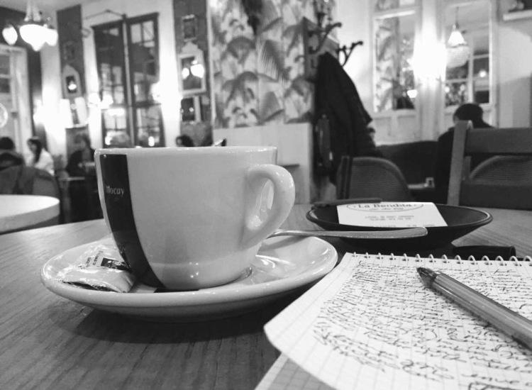 Caffè e scrittura a La Bendita, Calle Coso, Zaragoza, Saragozza, Aragona, Spagna.