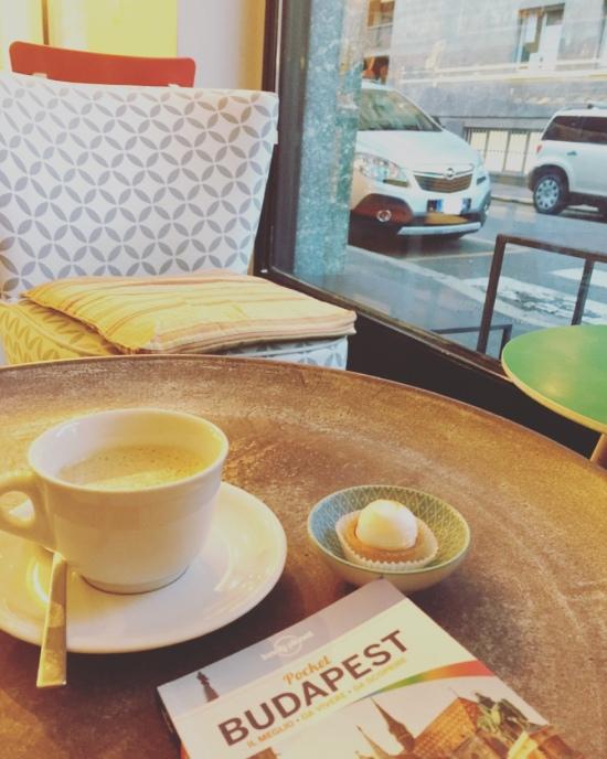 Caffè e guida di Budapest.
