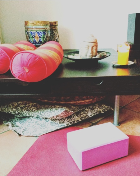 Yoga casalingo, Milano.