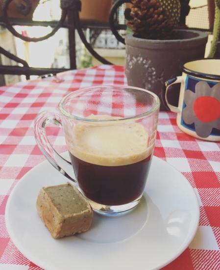 Caffè e cioccolatino, Milano.