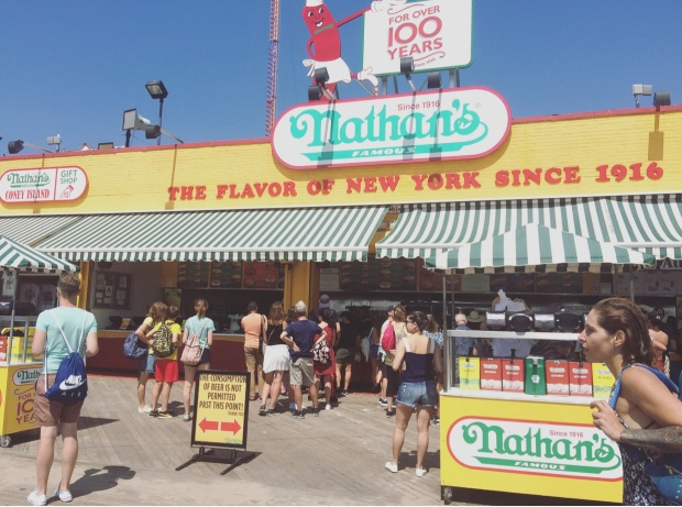 Nathan's, Coney Island, New York, Stati Uniti.