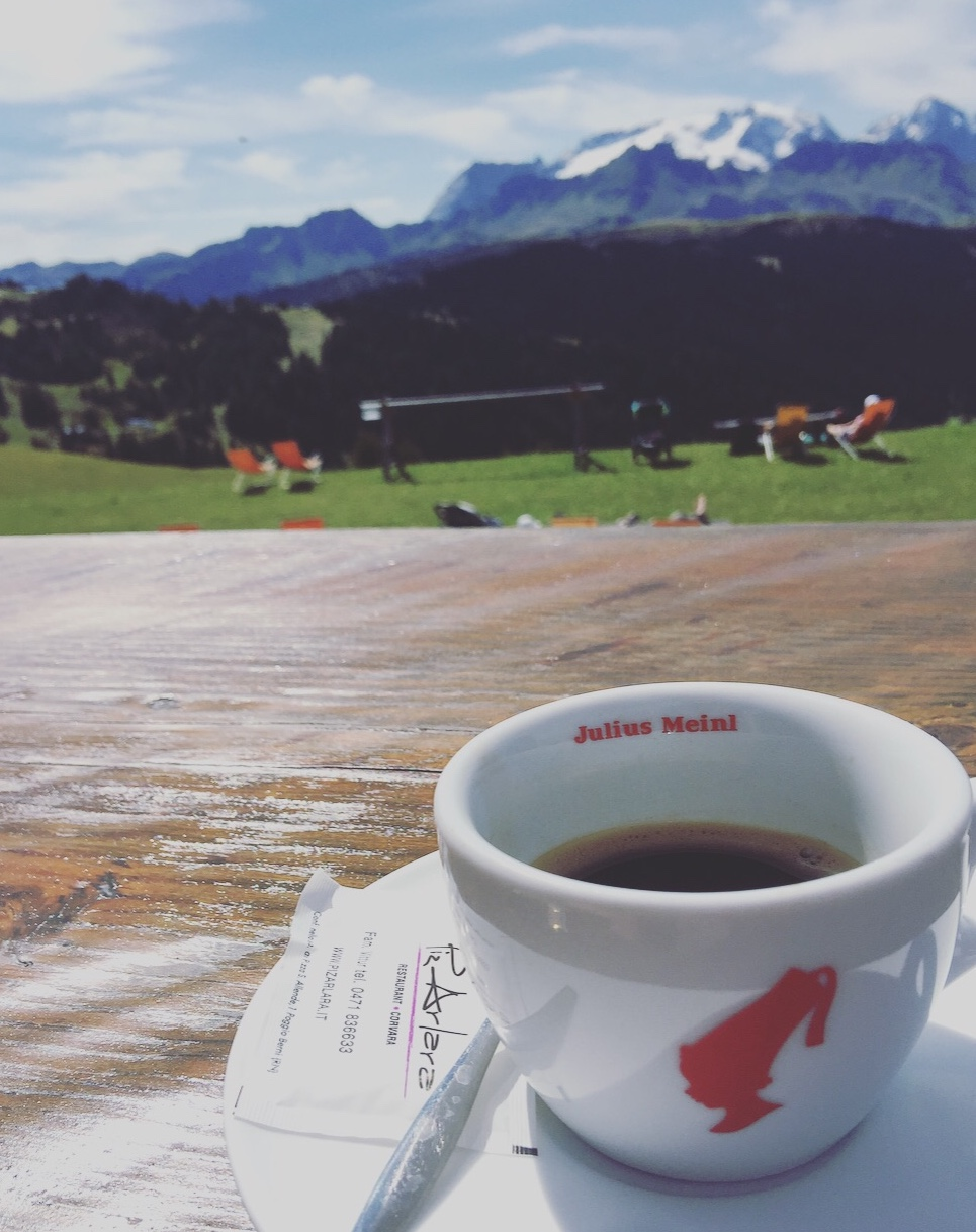 Caffè al rifugio, Corvara, Alto Adige, Dolomiti.