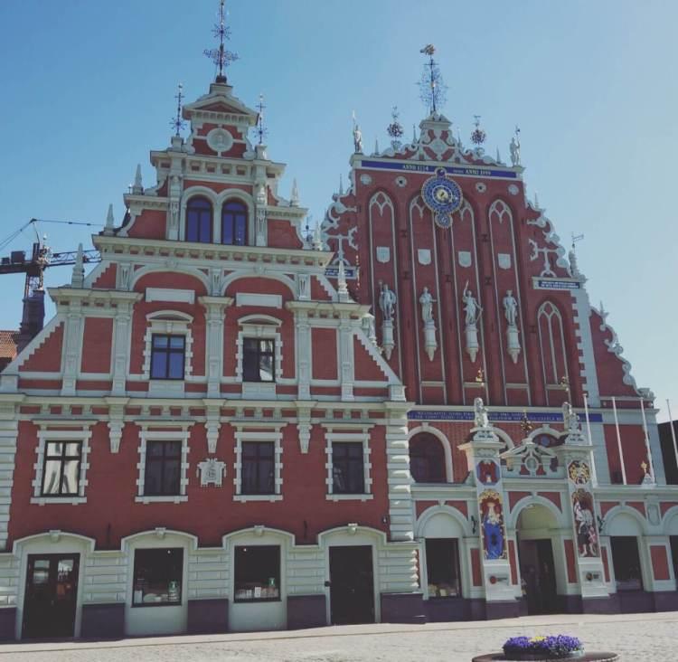 Riga, piazza del Municipio, Casa delle teste nere.