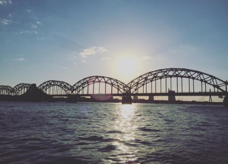 Riga, ponte sul fiume Daugava